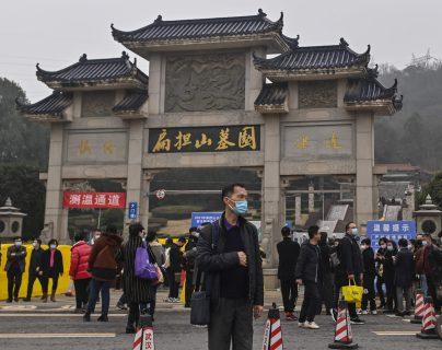 OMS revive teoría de que el coronavirus escapó de un laboratorio chino y Pekín pide investigar en otros países