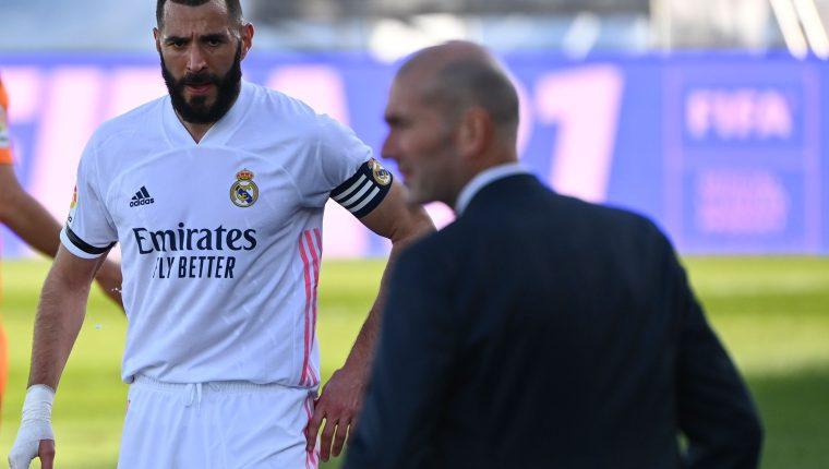 El técnico del Real Madrid, Zinedine Zidane, ha lamentado la lesión de su compatriota, Karim Benzema, goleador de su equipo. Foto Prensa Libre: AFP.