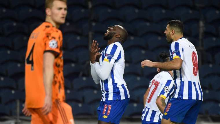 El Porto festejó en casa pero la llave queda abierta para el juego de vuelta. (Foto Prensa Libre: AFP)