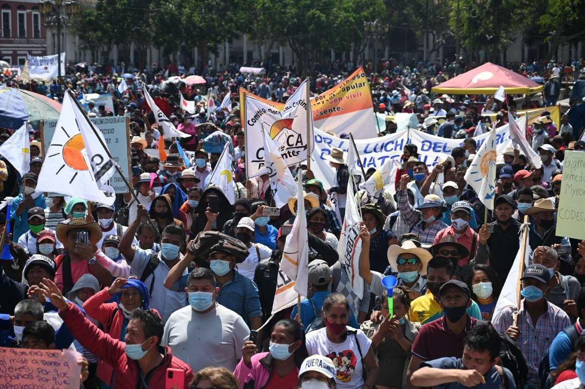 Codeca marcha y entrega iniciativa para la recuperación de bienes privatizados