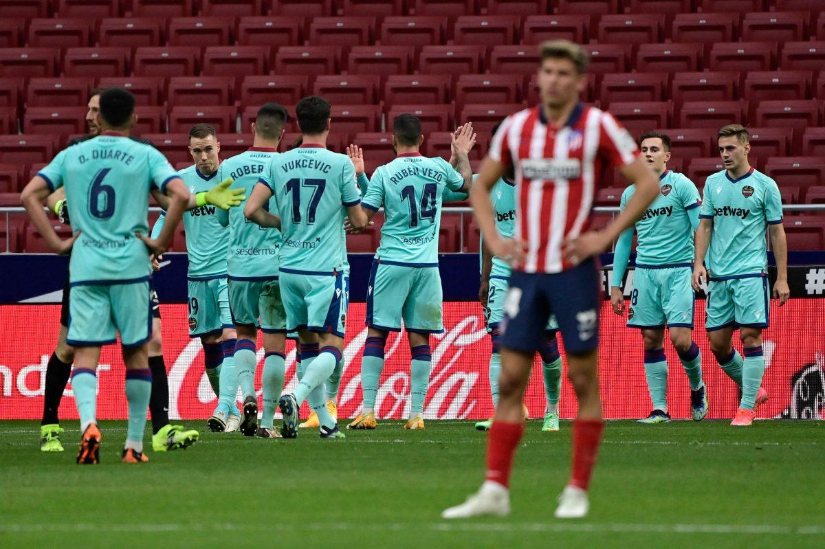 El líder Atlético de Madrid cae por primera vez en casa contra el Levante