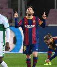 Lionel Messi marcó un doblete, brilló y llevó al Barcelona a seguir en la pelea por La Liga. Foto Prensa Libre: AFP.