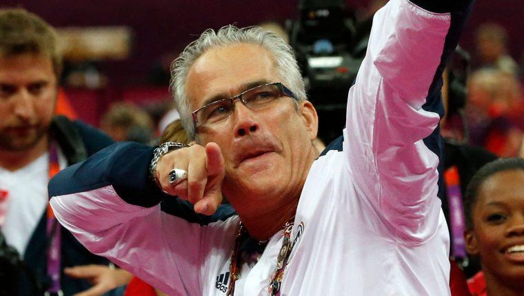 John Geddert, exentrenador olímpico de gimnasia fue hallado muerto hoy tras haber sido acusado de 24 cargos criminales. Foto Prensa Libre: AFP.
