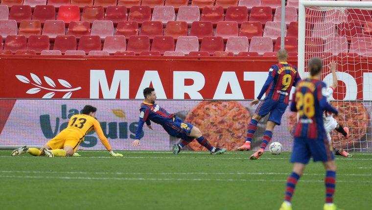 Lionel Messi marcó el segundo gol del Barcelona frente al Sevilla. (Foto Prensa Libre: AFP).