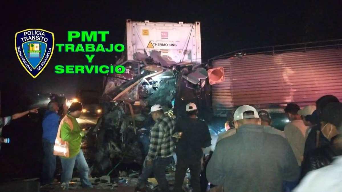 Choque entre bus y tráiler en km 70 ruta al Pacífico deja 4 muertos y más de 15 heridos