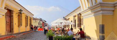En la Calle del Arco y en la 4a. calle se instaló el corredor gastronómico. (Foto, Prensa Libre: Cortesía).