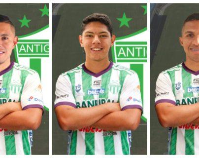 Los nacionales Carlos Mejía, Óscar Castellanos y el tico, Randy Chirino, son tres de las nuevas incorporaciones de Antigua GFC. Foto Prensa Libre: Antigua GFC