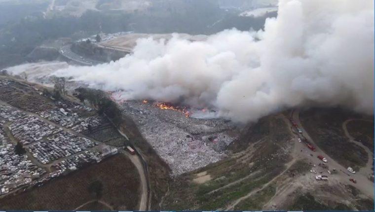 Imágenes áreas muestran el impacto del incendio en Amsa. (Foto Prensa Libre: Captura de pantalla)