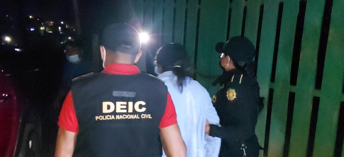 Capturan a la madre de niña que habría sido atada y golpeada en su casa en San Juan Sacatepéquez