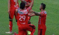 Edson Hernández celebra el gol de la victoria de Sacachispas frente a Achuapa. (Foto AndresNadf).