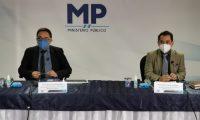 Juan Francisco Sandoval, jefe de la Feci, y Estuardo López, secretario contra la Corrupción del MP, en conferencia de prensa. (Foto: MP)