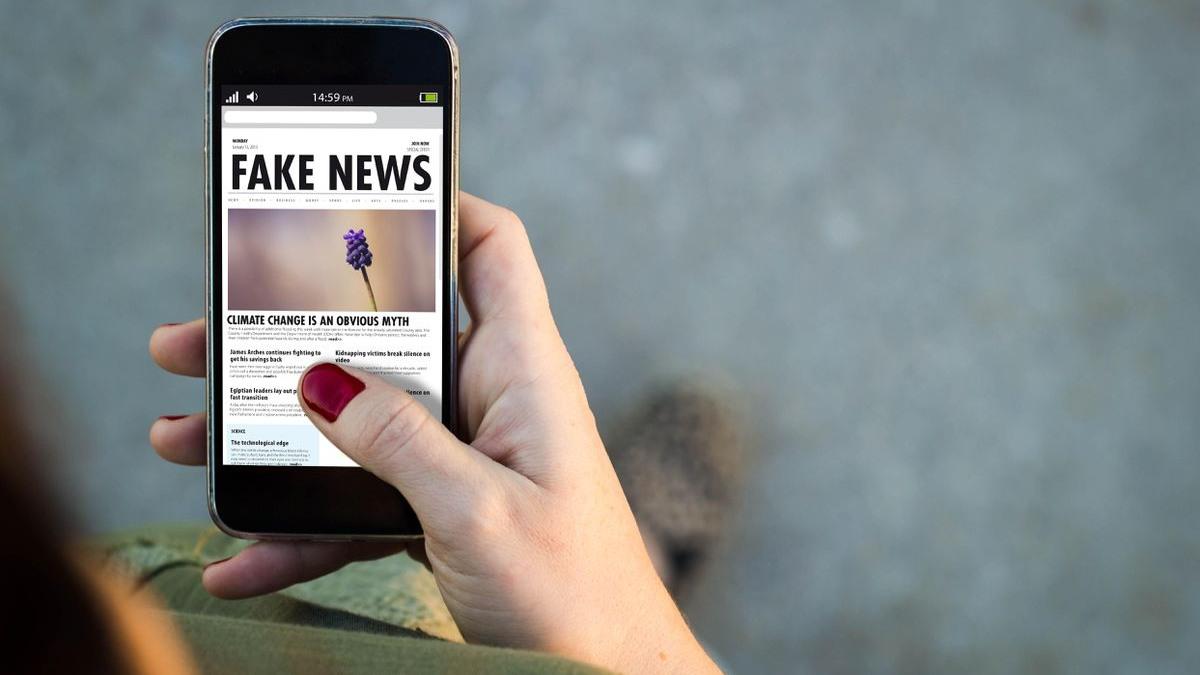 El negocio de las teorías de conspiración: cómo se gana dinero con las noticias falsas