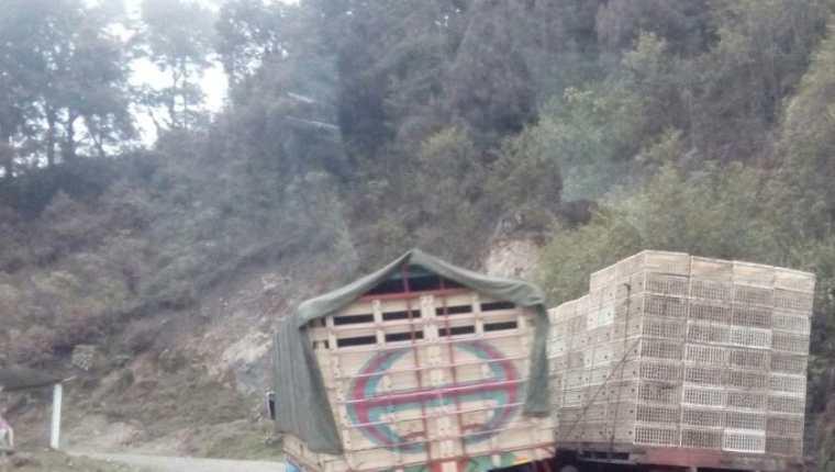 Según investigación del Observatorio Contra el Contrabando así es como circulan los camiones que transportan mercancías de contrabando. (Foto Prensa Libre: Cortesía)