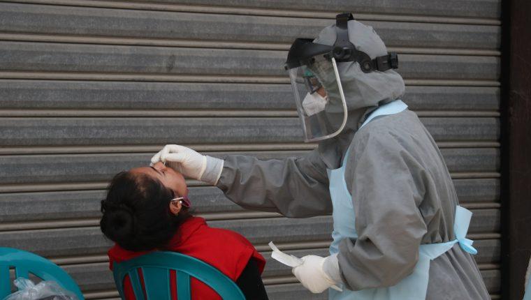 Según denuncia a Salud le fueron vendidas pruebas falsas para covid-19. (Foto Prensa Libre: Hemeroteca PL)