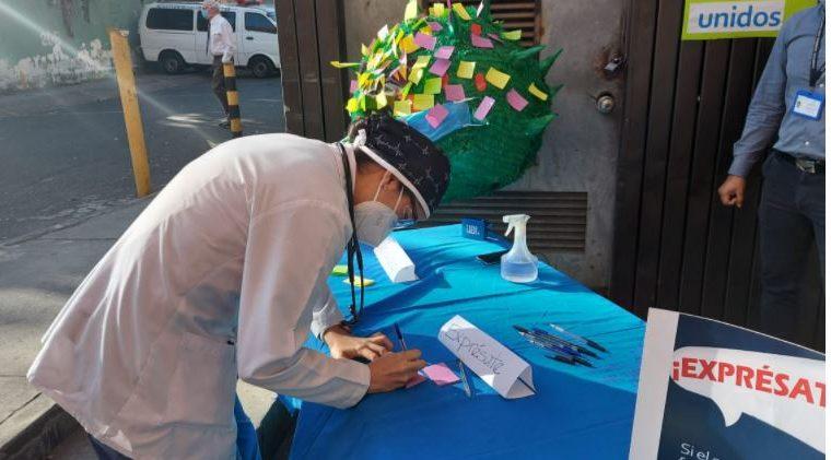 Personal del Hospital General San Juan de Dios expresa su sentir por el coronavirus. (Foto Prensa Libre: Cortesía)