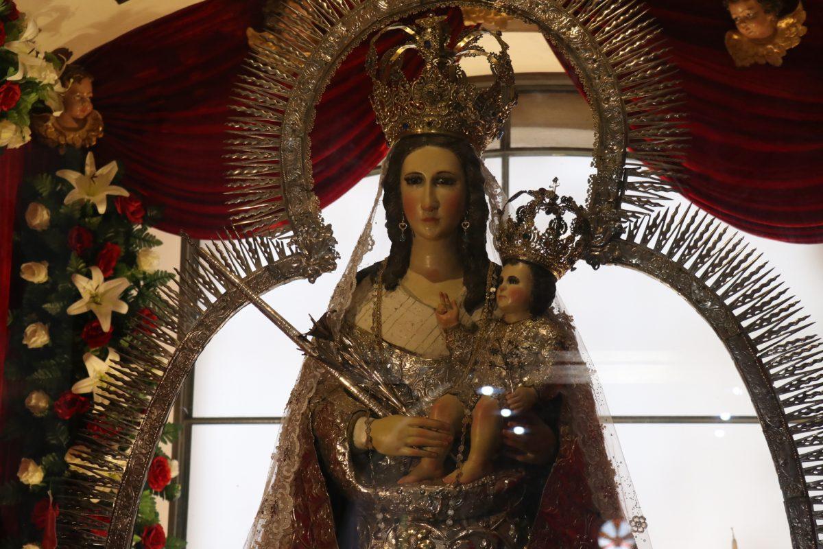 Sin peregrinos y con temor por la pandemia, católicos celebran a la Virgen de Candelaria