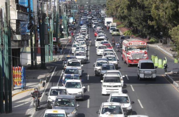 Taxistas manifiestan en la ciudad por decreto que les impone pago de seguro