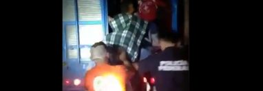 El piloto del vehículo de carga pesada fue arrestado. Foto Prensa Libre: Captura de pantalla.