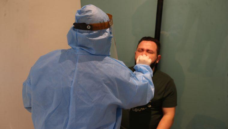 El MSPAS dice que no puede asegurar que todos los laboratorios privados estén reportando las pruebas de diagnóstico que realizan. (Foto Prensa Libre: Erick Ávila) Fotografia. Erick Avila:       05/02/2021