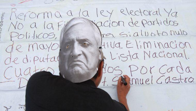 Los últimos cambios a la Ley Electoral y de Partidos Políticos nacieron en medio de las manifestaciones civiles del 2015. Foto: Hemeroteca Prensa Libre