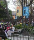 En el Parque de Antigua Guatemala hay vallas publicitarias donde se informa que la ciudad será segura. Foto Prensa Libre: Érick Ávila.