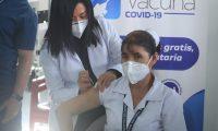 Personal médico de Guatemala recibe las primeras vacunas contra el coronavirus donadas por Israel. En total, se donaron 5 mill vacunas. (Foto Prensa Libre: HemerotecaPL)