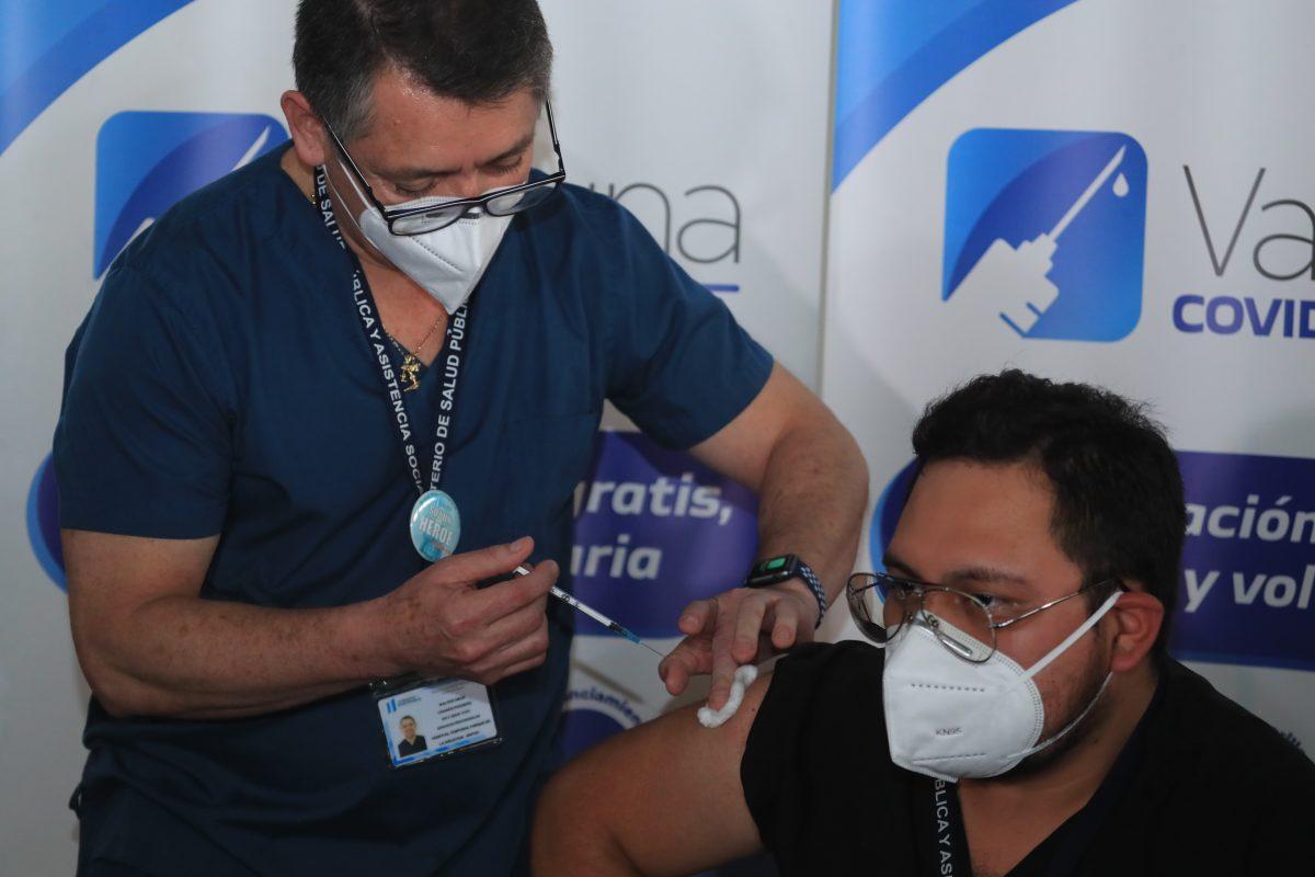 Salud reporta 207 casos positivos de coronavirus y cómo ha avanzado la vacunación en hospitales