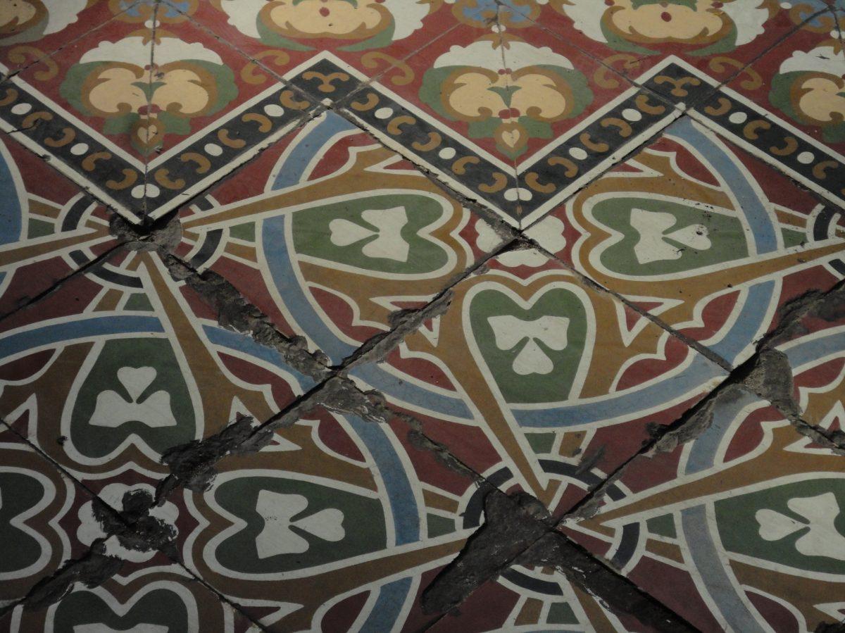 ¿Ya vio el piso? Baje la mirada y aprecie los pisos alfombra del centro histórico
