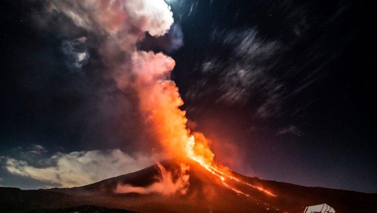 El Insivumeh alertó que la profusa actividad de tipo estromboliana del volcán Pacaya se acompaña de columnas de ceniza que se desplazan en dirección noroeste, oeste y suroeste. (Foto Prensa Libre: Sergio Izquierdo)