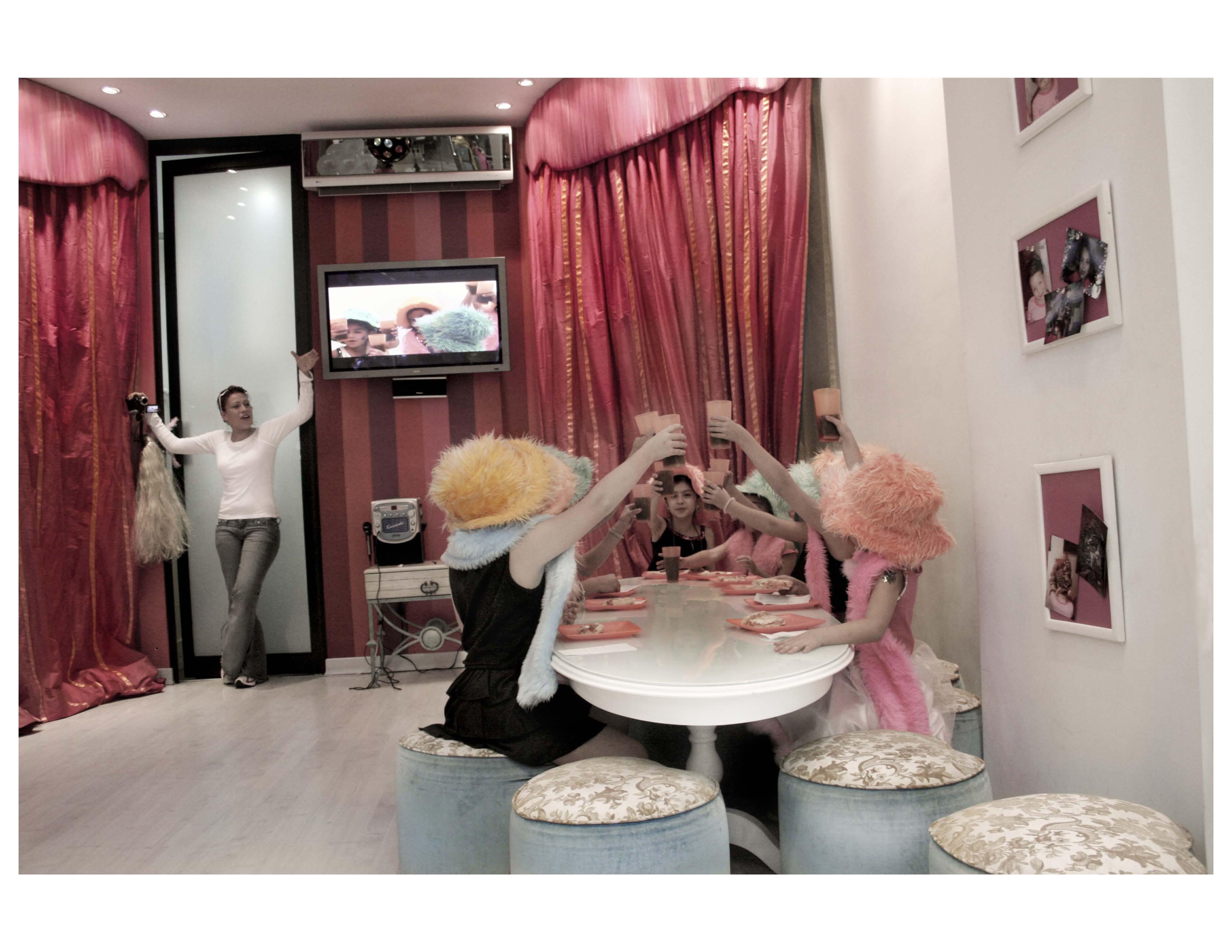 Imagen de la serie Super rubias de Andrea Aragón.