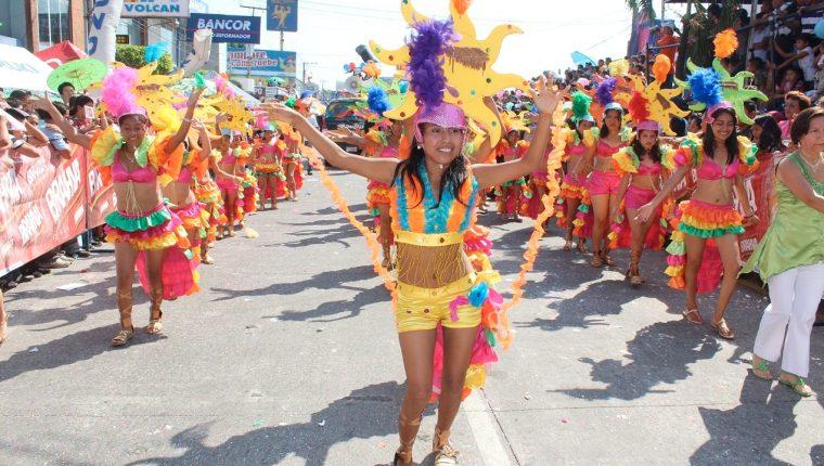 El carnaval es una mezcla de aspectos lúdicos y teatrales. (Foto Prensa Libre: Hemeroteca)