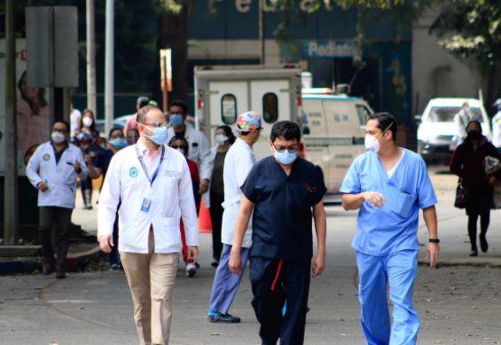 Médicos del Hospital Roosevelt exigen vacuna contra el covid-19 para evitar más contagio en personal
