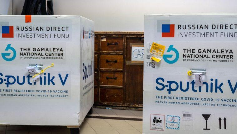 Guatemala aprueba el uso de la vacuna rusa Sputnik V. (Foto Prensa Libre: AFP)