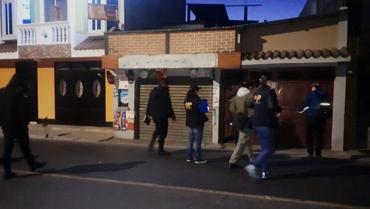 Los allanamientos de varias fiscalías del Ministerio Público se desarrollan en San Pedro Sacatepéquez, San Marcos, y en la cabecera departamental. (Foto Prensa Libre: MP)