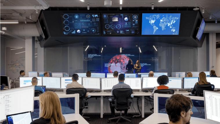 Debido a la pandemia de covid-19 y las nuevas formas de trabajar a distancia, han surgido nuevos ataques cibernéticos y riesgos de fraudes para empleados y empresas. (Foto Prensa Libre: Cortesía Microsoft)