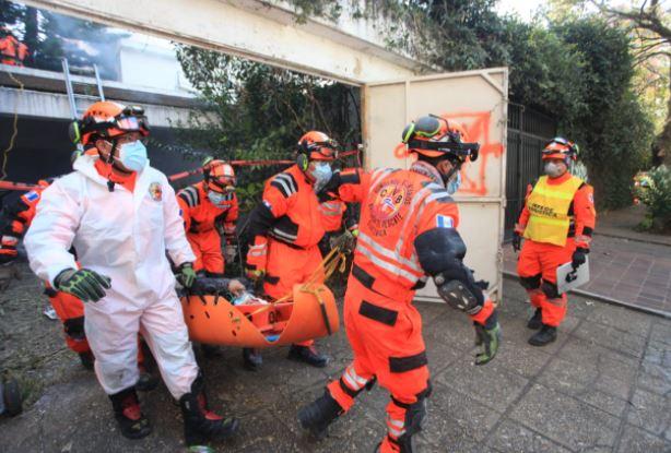 Bomberos participan en simulacro para recordar el terremoto de 1976. (Foto Prensa Libre: Byron García)