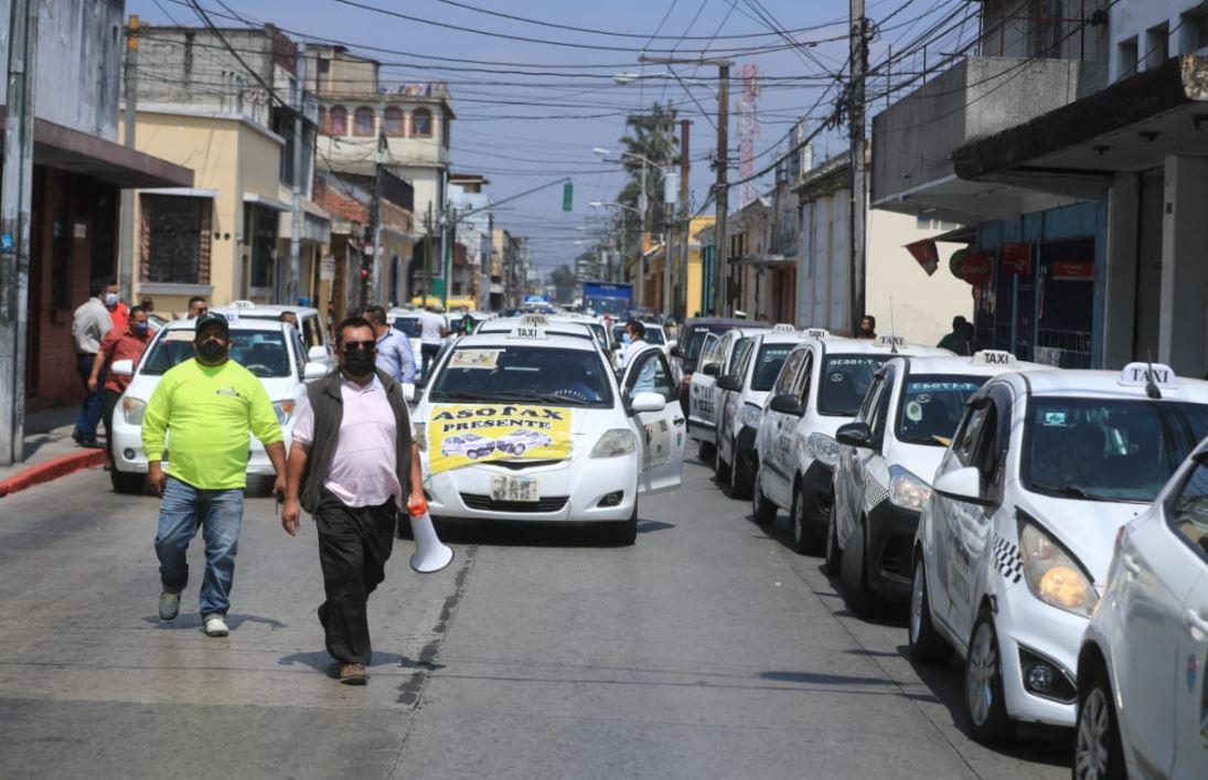 Taxistas manifiestan en la capital en rechazo al seguro de responsabilidad de terceros