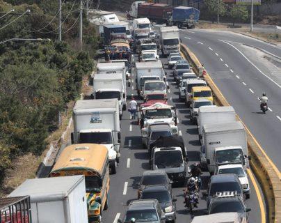 Aumenta afluencia vehicular en el área metropolitana por Día del Cariño