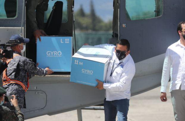 Lote de vacunas donadas por Israel llega a Guatemala. (Foto Prensa Libre: Érick Ávila)