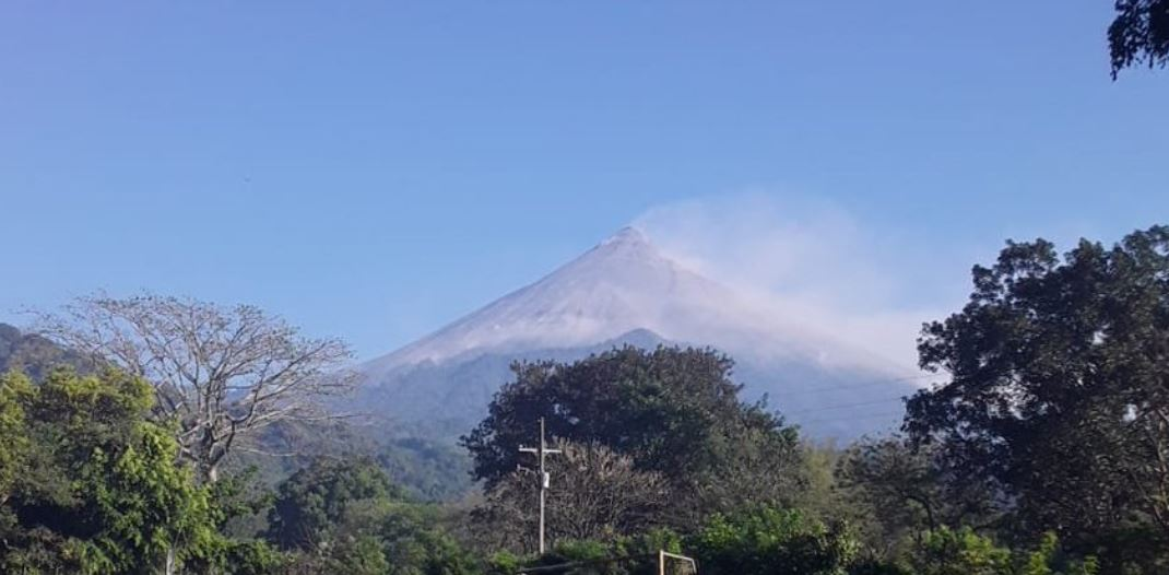 Insivumeh da recomendaciones para el turismo y tráfico aéreo por actividad en los volcanes de Fuego y Pacaya