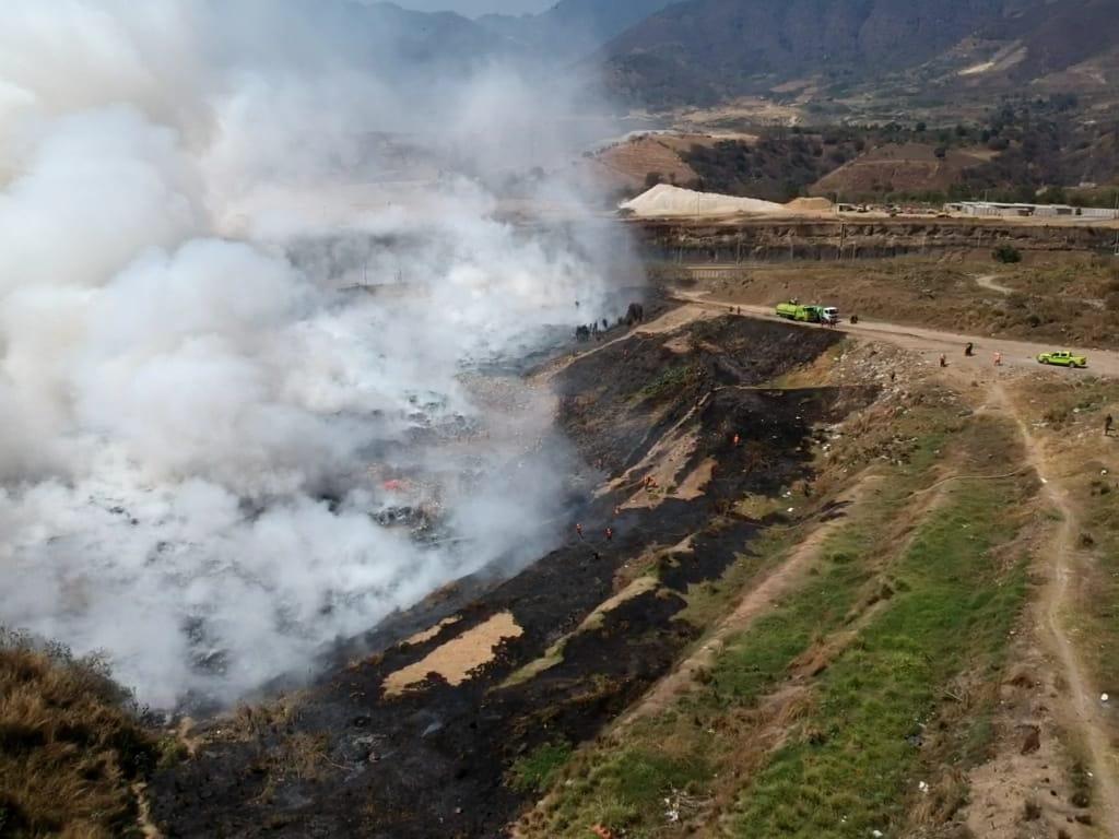 Incendio en basurero de Amsa afecta a más de un millón de personas