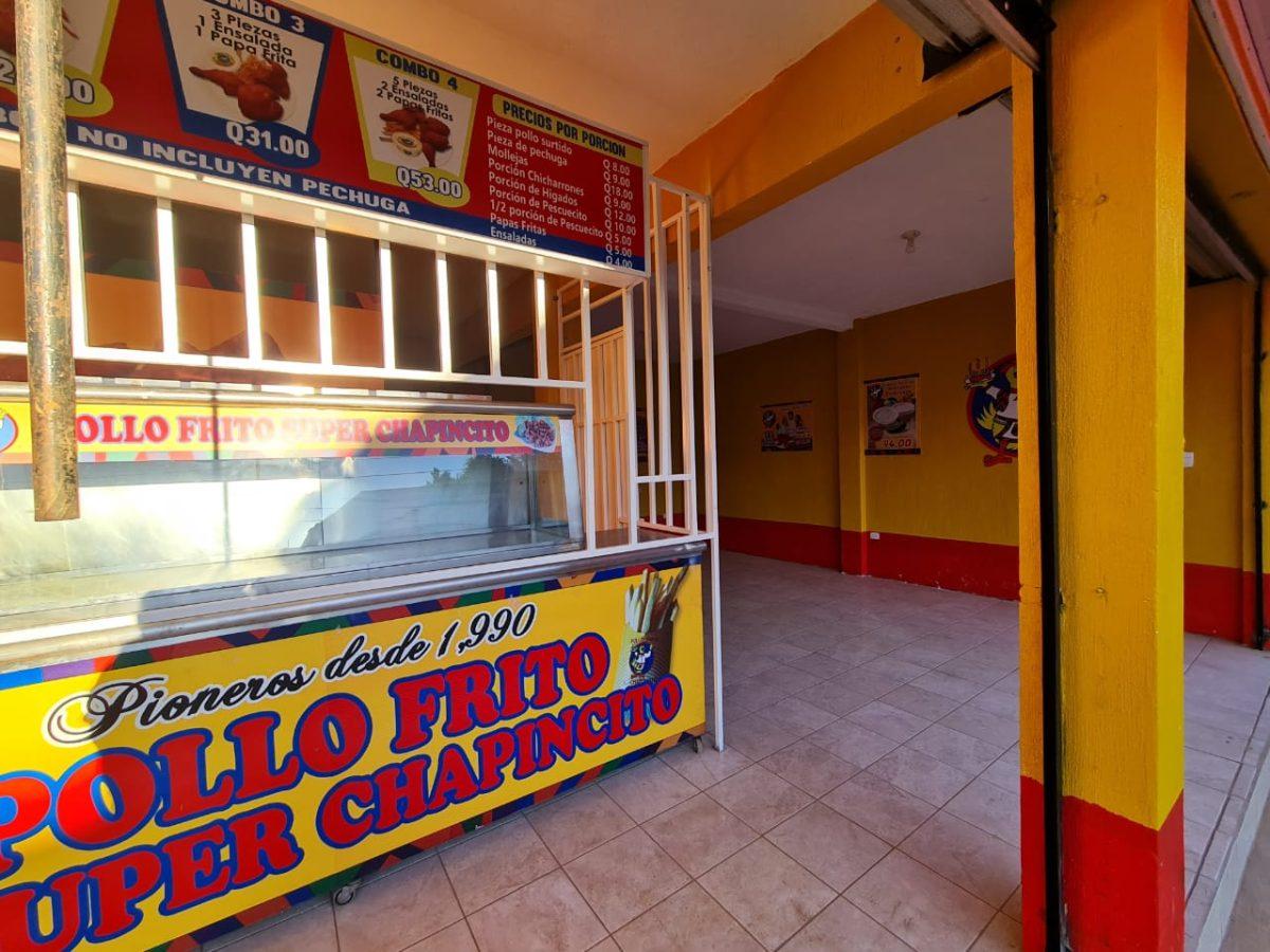 La venta de pollo frito que nació en un parqueo y hoy tiene más de 50 sucursales