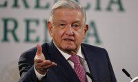MEX4772. CIUDAD DE MÉXICO (MÉXICO), 08/02/2021.- El presidente de México, Andrés Manuel López Obrador, ofrece una conferencia de prensa matutina hoy, en el Palacio Nacional, en Ciudad de México (México). EFE/ José Méndez