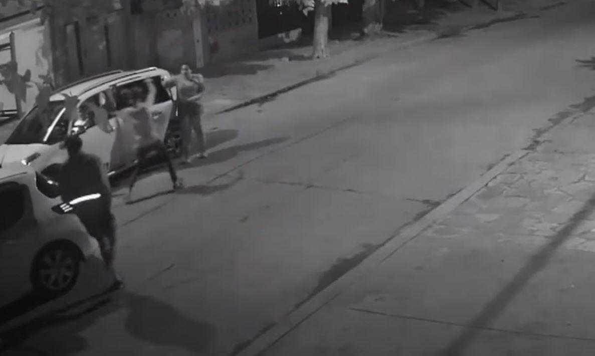 Le roban el carro a una mujer en Argentina y durante el asalto le disparan a un niño de 8 años