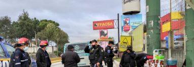 Escena del ataque armado en km 61.5 de la ruta Interamericana, Chimaltenango. (Foto Prensa Libre: Bomberos Municipales Departamentales)