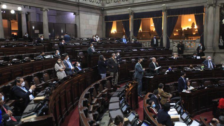 Diputados en la sesión que comenzó a conocer nombres de aspirantes a cortes de Apelaciones. (Foto: Byron García)