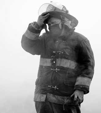 Vinicio López pasó momentos de angustia mientras sofocaba el incendio. Sintió que la tierra  se hundía. (Foto Prensa Libre: Carlos Hernández Ovalle)