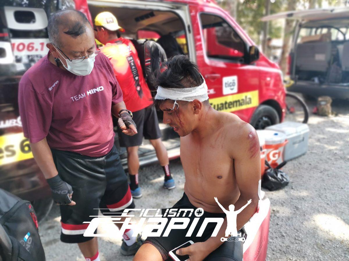 Ciclista nacional Jhonnathan de León sufre accidente en el Tour por la Paz