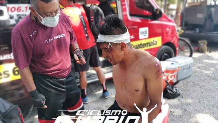 Jhonnathan de León no terminó la quinta etapa del Tour por la Paz, debido a una fuerte caída. Foto Ciclismo Chapín.