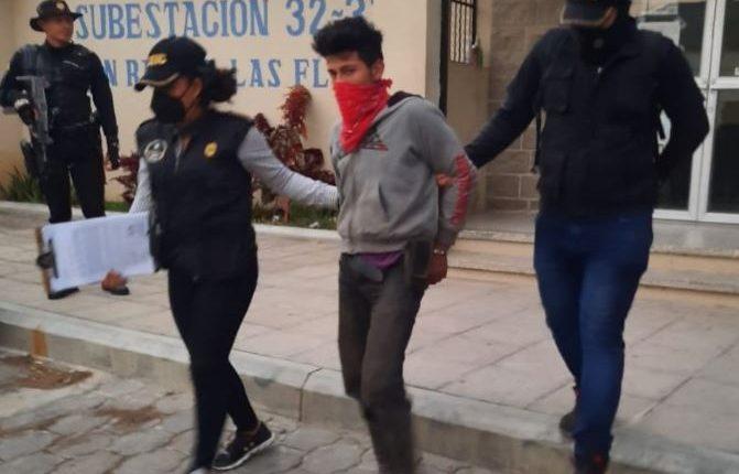 Melvin Rafael Pivaral Abrego fue capturado por la PNC por ser el presunto violador de una menor. (Foto Prensa Libre: PNC)